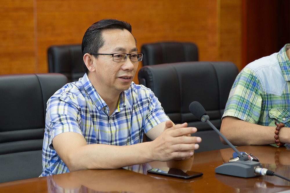 李敏捷:党委委员、副校长