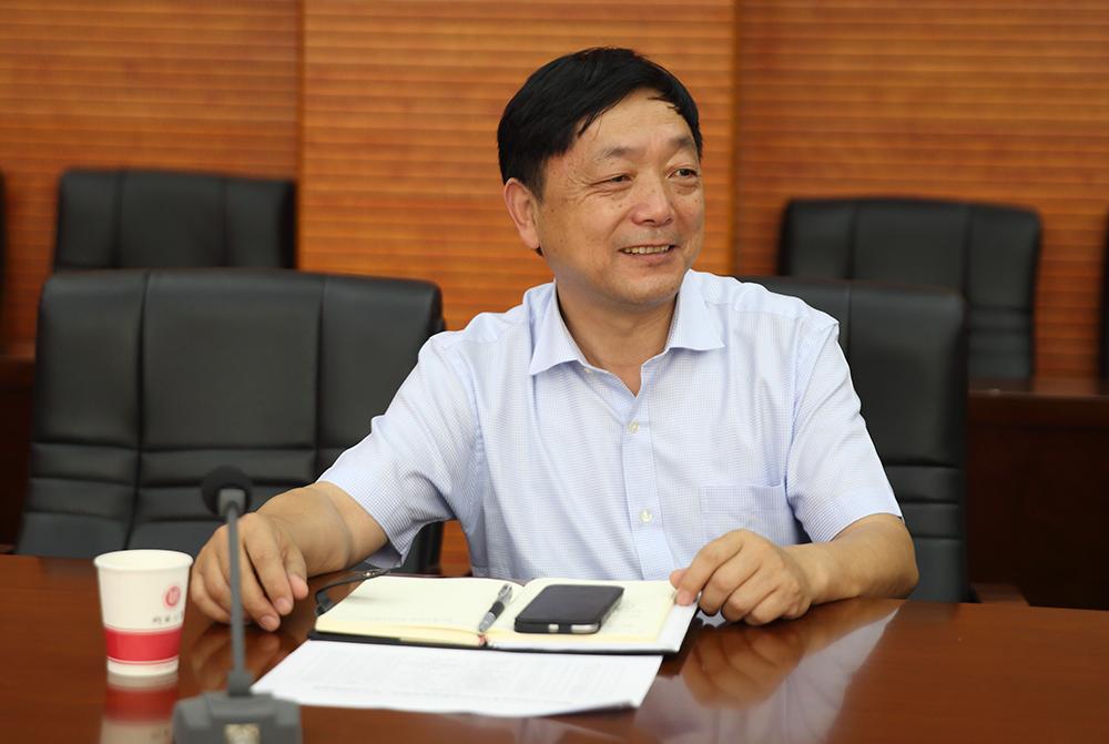 郭立纯:党委副书记、校长