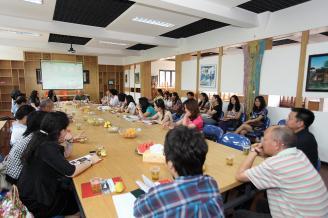2011年5月27日,常德市首届书友会在我校润心讲堂召开。学校副校长骆绍华在会上做了《诗意的栖居》专题讲座。.JPG