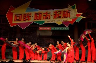 2011年12月27日,我校幼师、社文专业毕业汇报演出在学校大礼堂隆重上演。.JPG