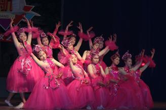 2011年12月30日晚,师范部2012年元旦文艺晚会在学校大礼堂隆重举行,全校师生代表汇聚一堂,共同迎接龙年新春的到来。.JPG