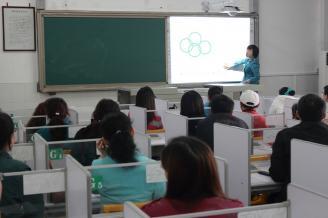 """2012.04.17,我校常德校区""""班班通""""工程项目培训工作正式启动,全校区教师分批次在学校语音室进行了第一期电子白板使用培训。.JPG"""