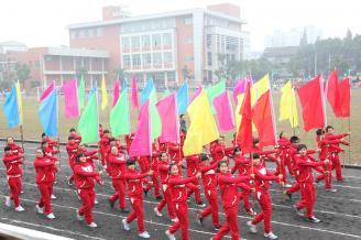 2012.12.04上午8点整,我校2012年田径运动会在体育场隆重开幕,学校领导与3000多名师生一同参加了开幕式,开幕式由副校长骆绍华主持。.JPG
