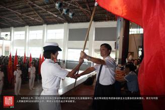 9月9日上午,我校首批高招新生军训开训仪式在学校大礼堂隆重举行。.JPG
