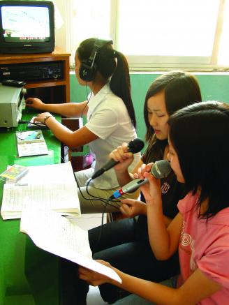 005.播音主持社团锻炼了学生的语言表达能力。.JPG