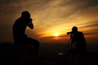 《夕阳掠影》和老师一起拍日出,在清早太阳的照射下,老师和同学拍摄时的剪影让日出的画面显得更加丰富。我按下快门,定格了这幅精彩的作品。.JPG