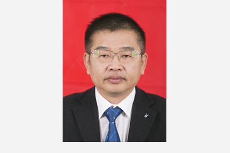 胡轶群:党委委员、组织人事处处长