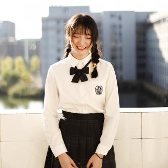 蒋依洋《少女的微笑》.jpg