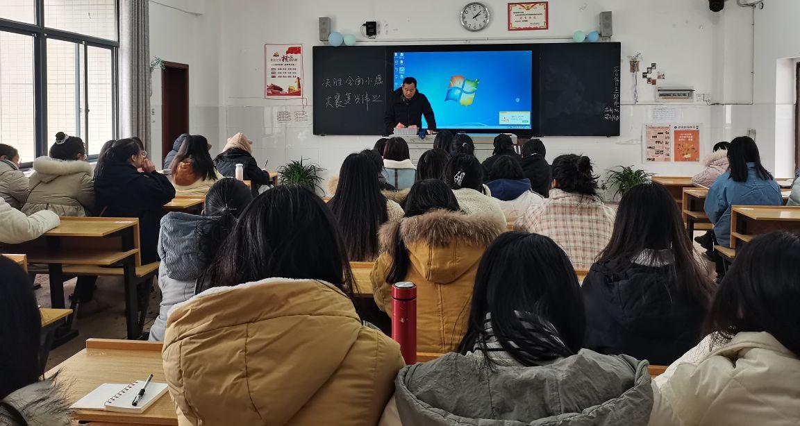 党委委员、纪委书记杨涛为数理学院讲授形势与政策课