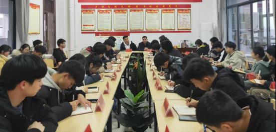 基础教育学院召开全体班长会议