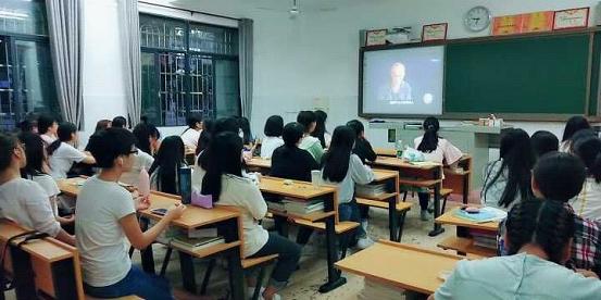 我校团委组织各班观看纪录片中的抗战岁月