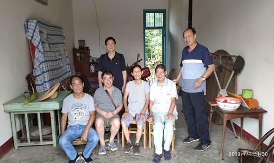 2019年7月1日,离退休第二支部慰问85岁的王清宇同志(左2)